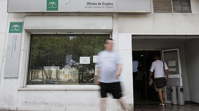 uno de cada tres parados andaluces vive sin ninguna prestaci n