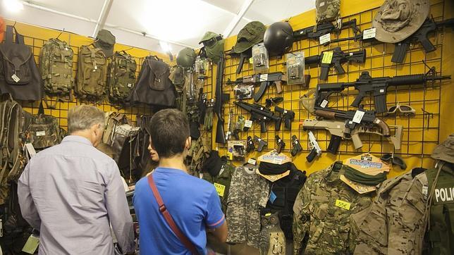 Material militar expuesto en Intercaza
