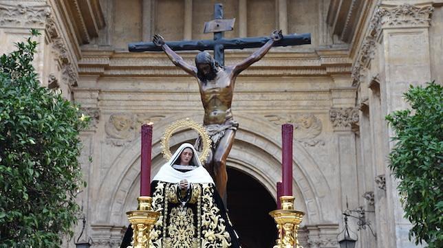 Cristo de la Buena Muerte y la Soledad a la salida de la Catedral de Málaga