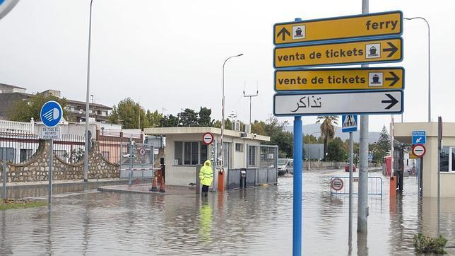 Inundación de la entrada al puerto de Motril