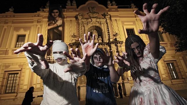 Noche de Halloween por las calles de Sevilla