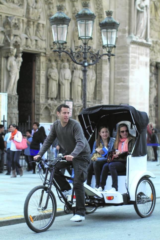 El «bicitaxi» toma París