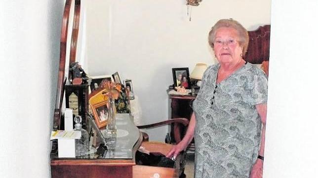 Consuelo García, víctima del robo, en su domicilio de Villa del Río