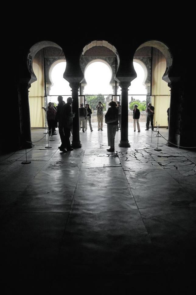 Interior de uno de los salones del conjunto de Medina Azahara
