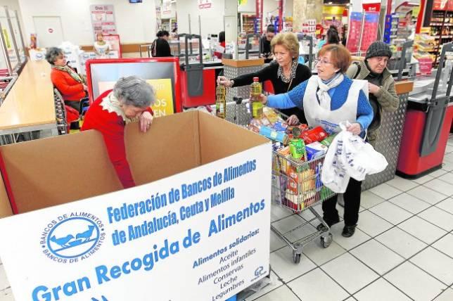 Recogida de alimentos en un supermercado de Córdoba