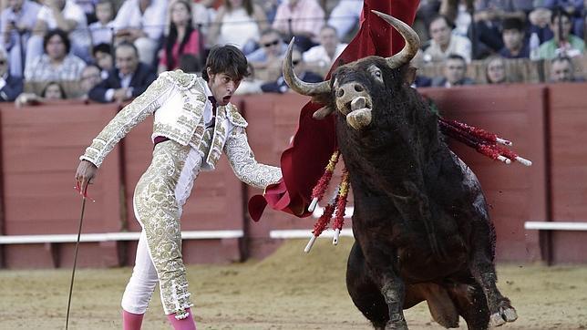 Un gran Antonio Nazaré cuaja una de las faenas de la temporada en la Maestranza