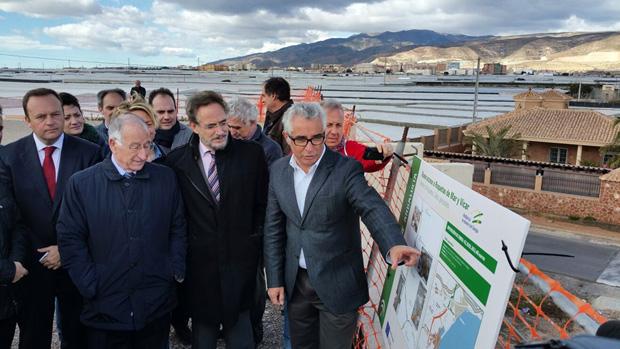 Alcalde y consejero, ante el proyecto de la variante de Roquetas de Mar / ABC
