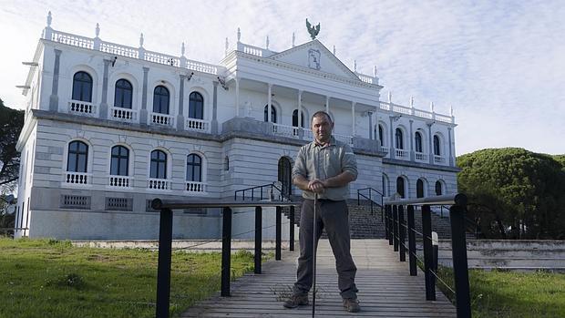 José María Galán ha estudiado los enigmas del Palacio del Acebrón construido en los años 60 del pasado siglo.