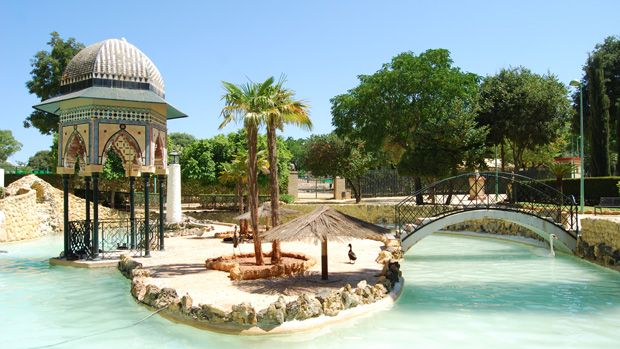 La alquer a del pilar un parque reconocido por la for Cementerio parque jardin del sol pilar