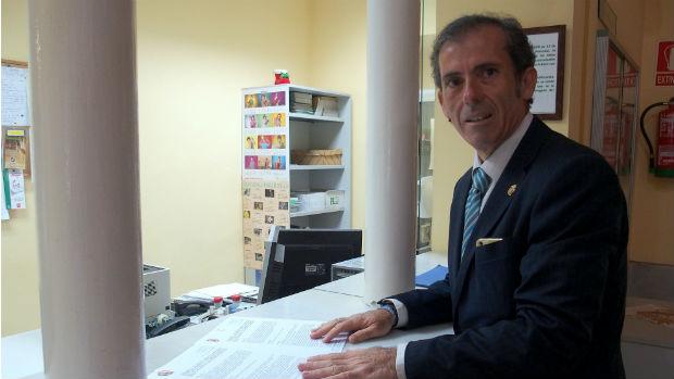 Francisco Javier Lara, presentando las alegaciones al proyecto de la Junta