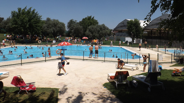 Arranca la temporada de piscinas en dos hermanas for Piscine sevilla