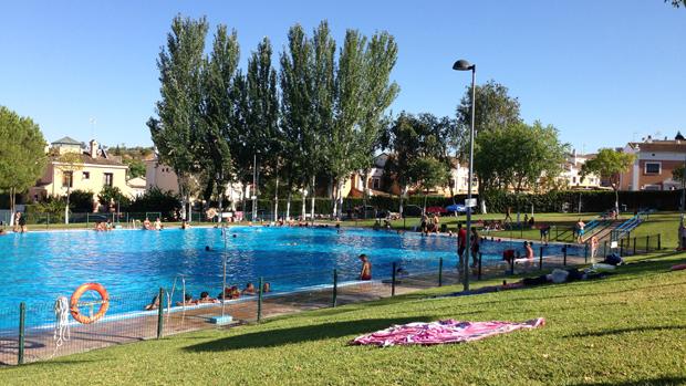 Aumenta la afluencia de p blico en las piscinas for Piscinas desmontables sevilla