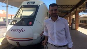 Almería-Sevilla, el periplo tuitero sobre raíles de Antonio Maíllo