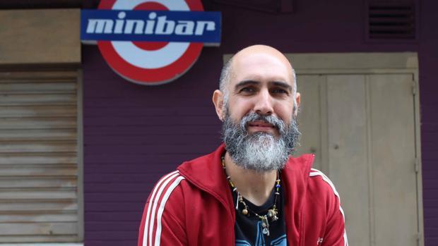 Gabriel Galindo «Gaby» posa para ABC en uno de sus negocios de Utrera