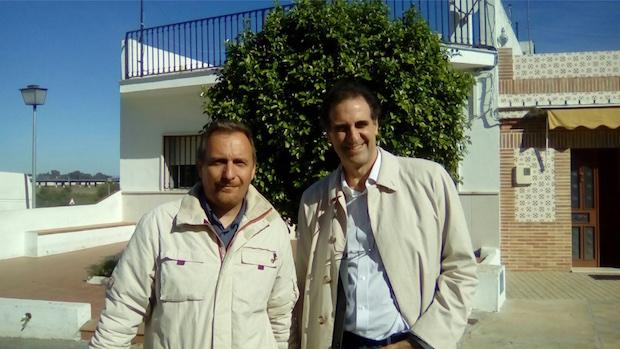 Gabriele Finaldi con el guía local que le acompañó en la visita
