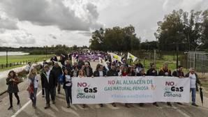 Masiva protesta en El Rocío contra el almacenamiento de gas en Doñana