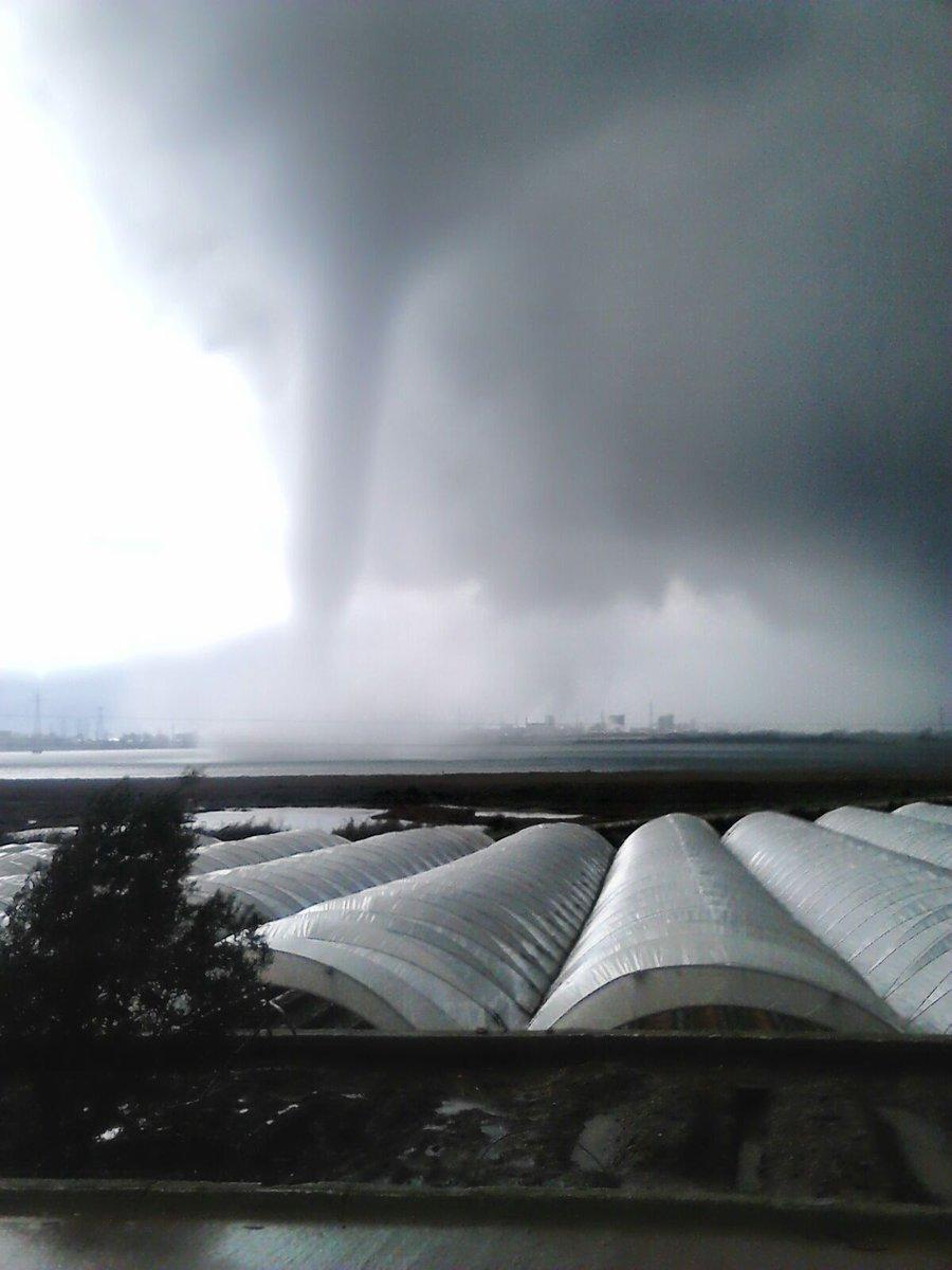 La tormenta deja a su paso inundaciones apagones de luz y - Tornados en espana ...