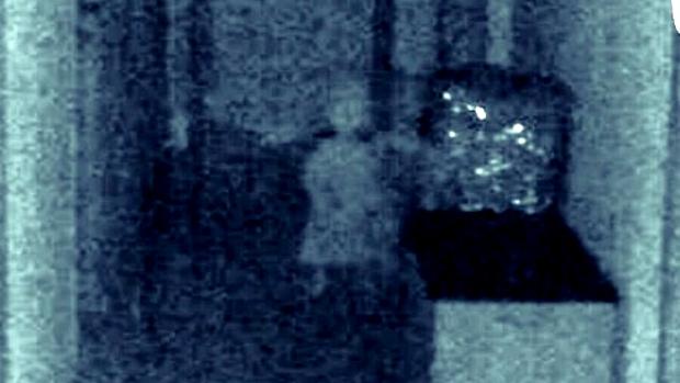 Imagen captada por el concejal en la que se puede ver una silueta fantasmagórica.