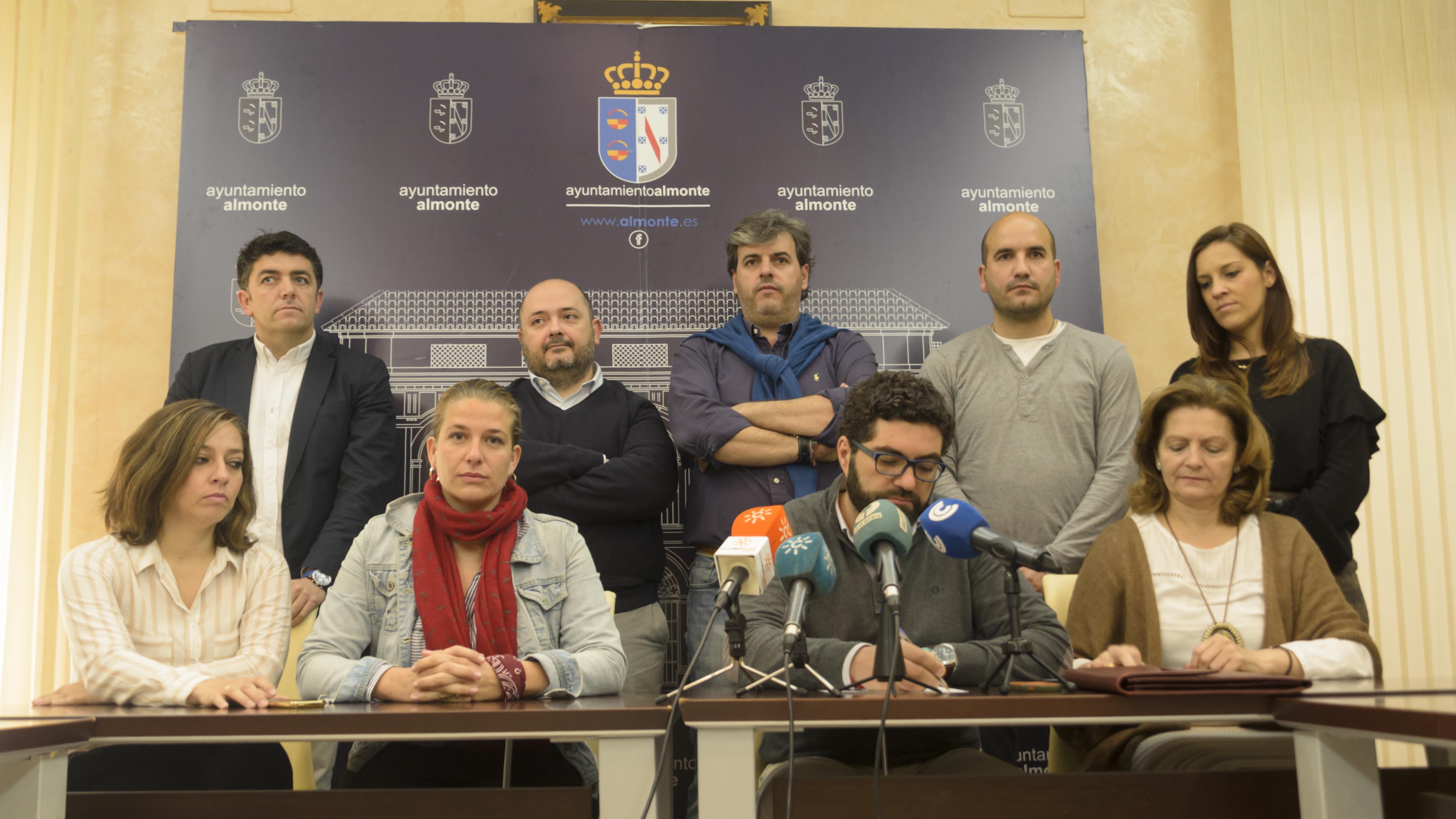 Los concejales del PSOE Almonte muestran su apoyo a la alcaldesa Rocío Espinosa