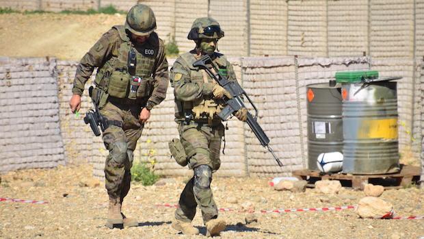 Dos legionarios durante el ejercicio