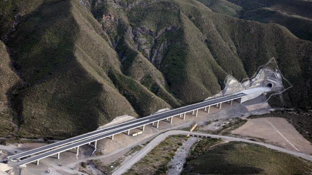 Tramo del AVE de Barranco Gafarillos, con los túneles tapiadoss