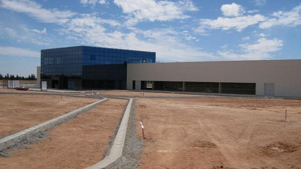 Edificio construido en el solar en venta en Dos Hermanas