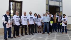 Los afectados por el desfalco de Almensilla llevan su protesta al pleno