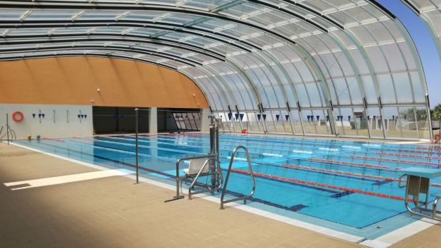 Reabre la piscina cubierta de carmona tras m s de un a o for Piscina cubierta tomares