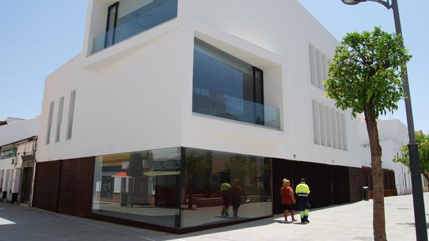 Nuevo edificio construido en el entorno de la Torre del Olivar