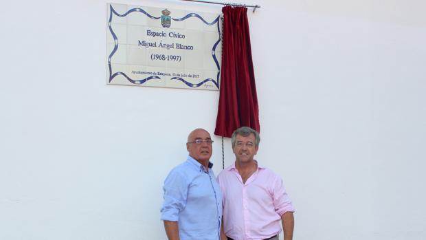 Javier Rojo y José María García Urbano inauguran el parque Miguel Ángel Blanco