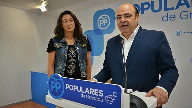El presidente del PP de Granada, Sebastián Pérez, durante su comparecencia este jueves