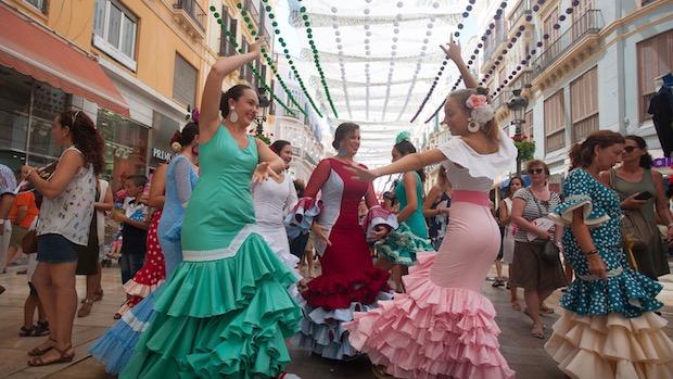 La fiesta y el baile tomó el sábado el centro de Málaga
