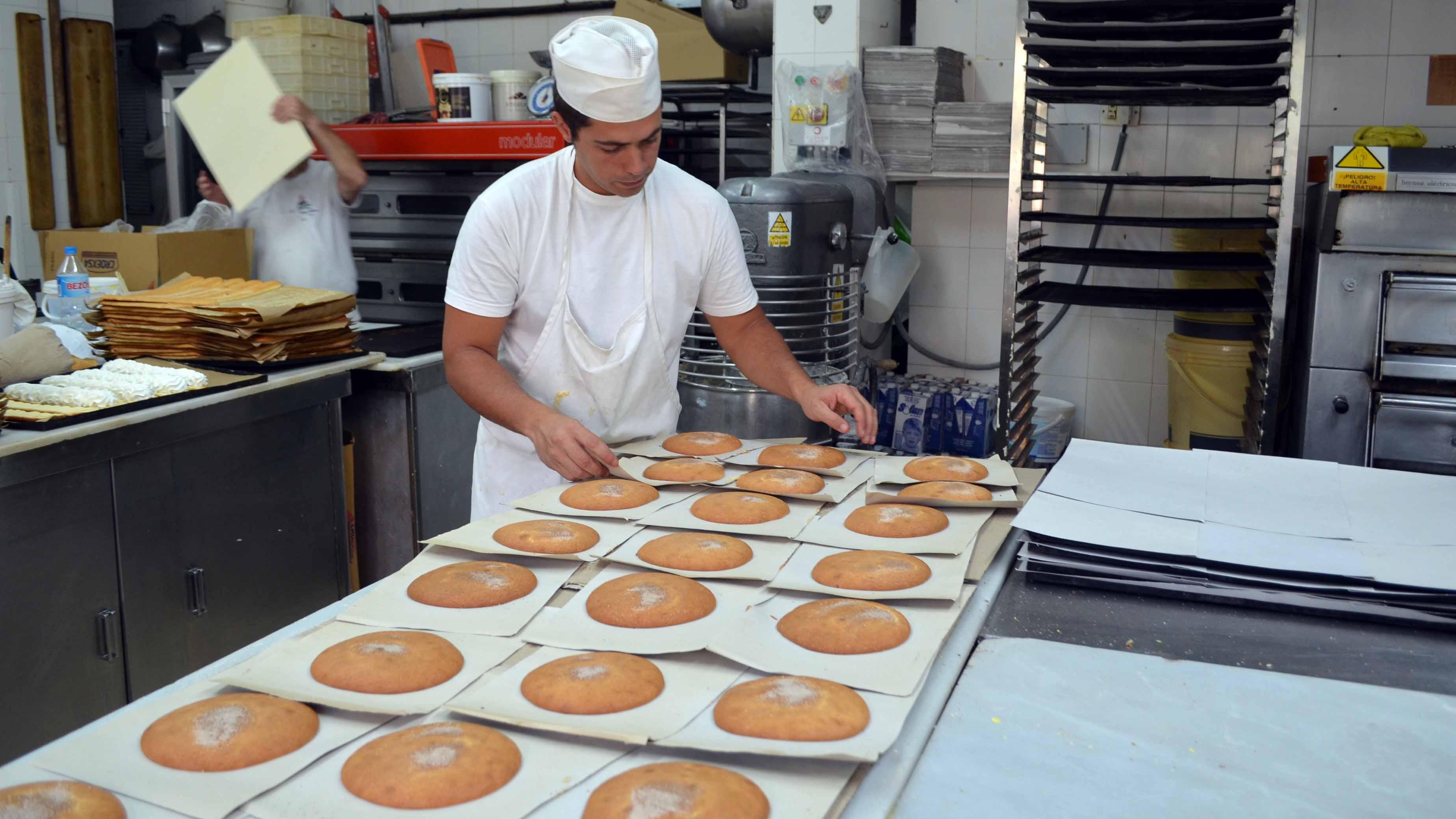 En Confitería Cordero se sigue una receta centenaria para elaborar los mostachones