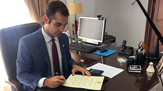 El alcalde de Almería firma el bando