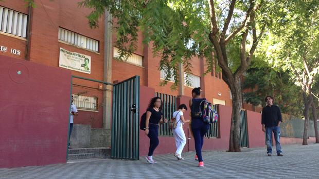 Alumnos huyen del instituto tras conocer el bulo