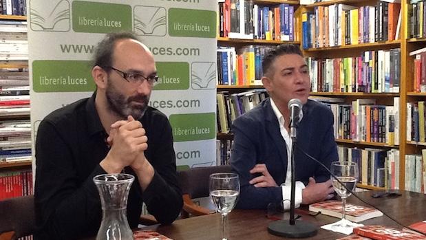 Joaquín Campos durante la presentación en Málaga junto a Ángel Garó
