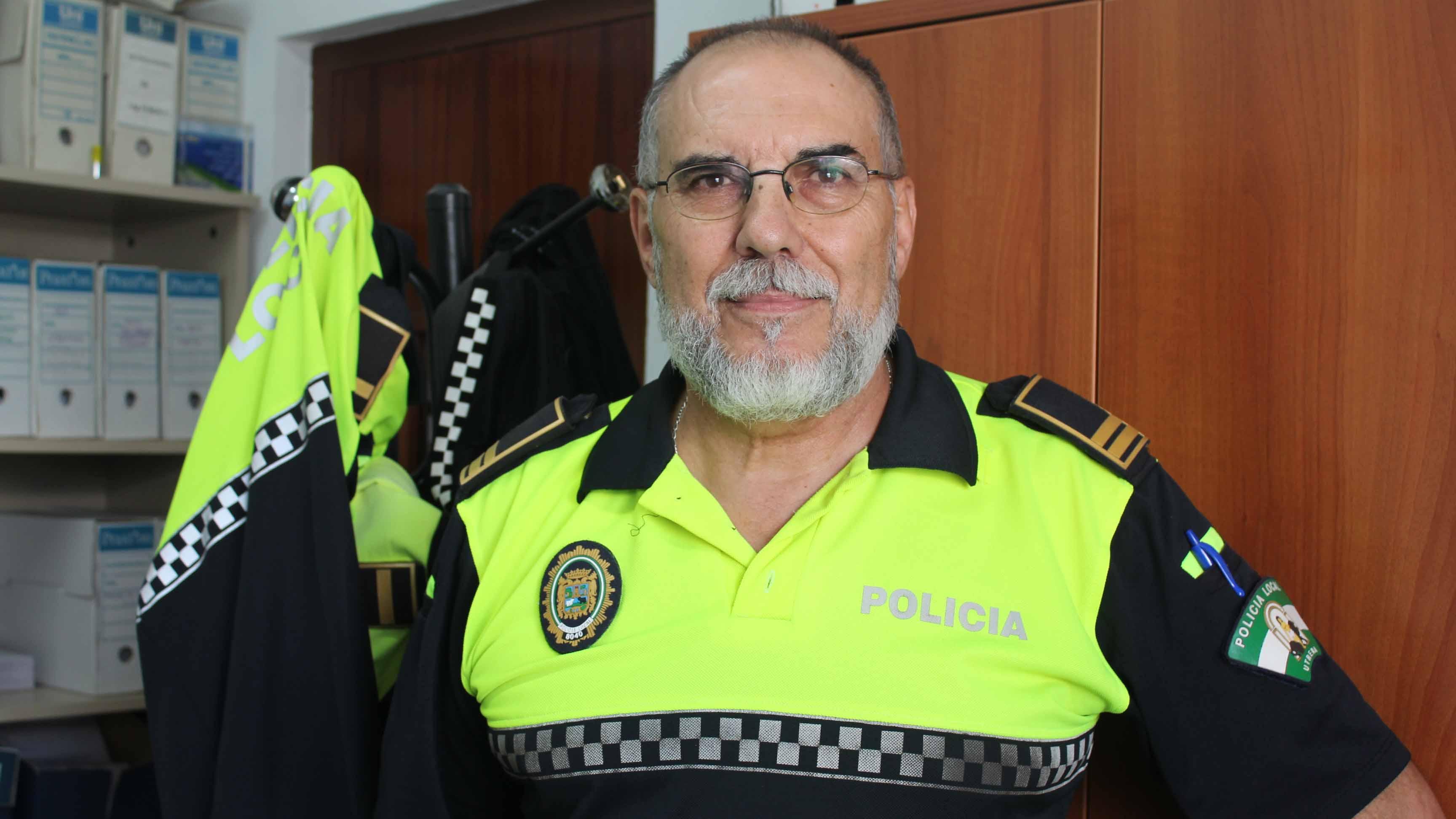 Alfredo García es un policía utrerano muy querido en la localidad