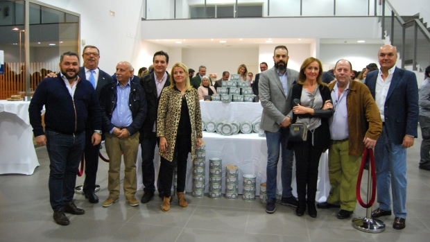 Productores de las Tortas de Alcalá con el nuevo envase