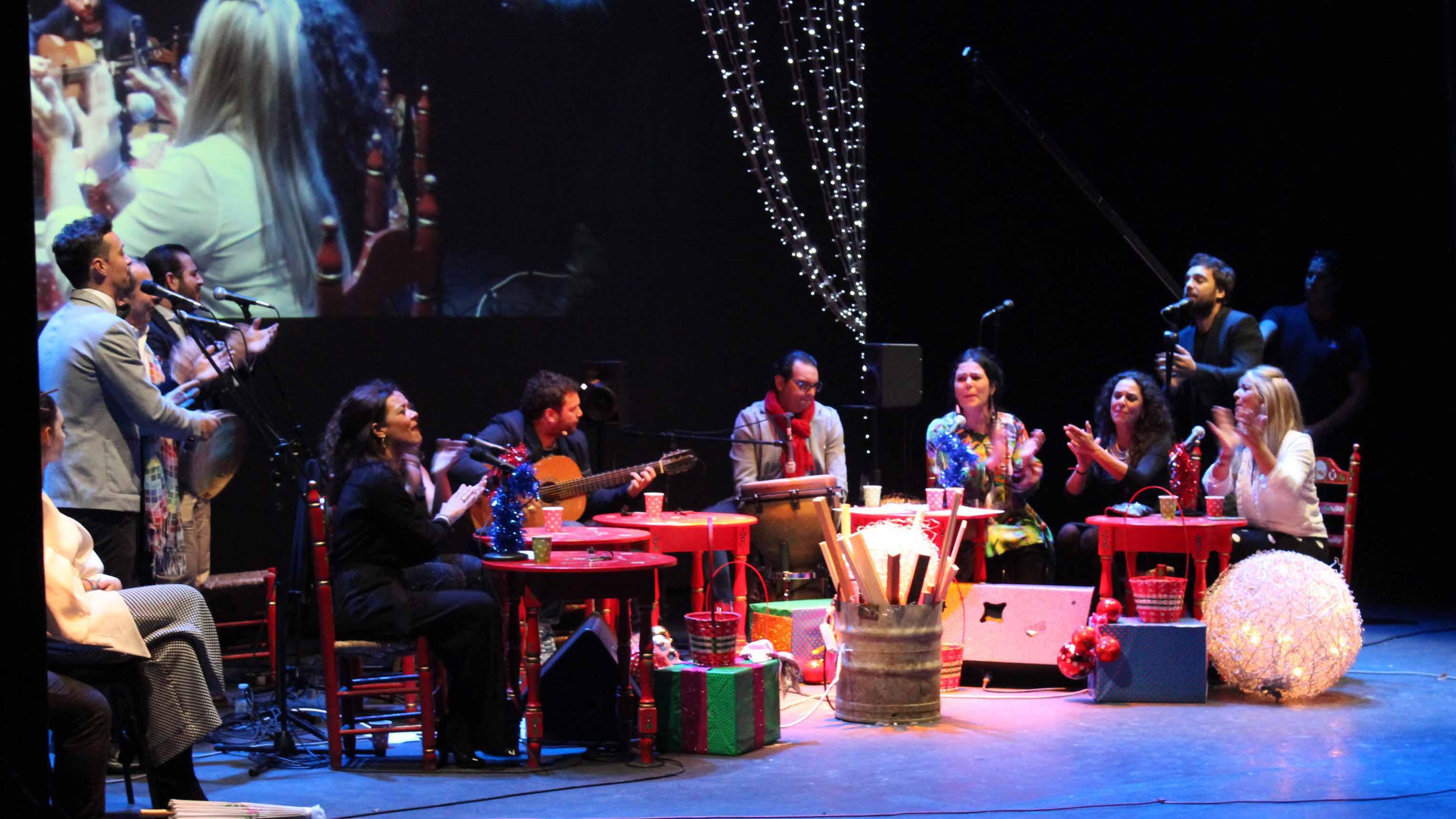 El coro está formado por un nutrido grupo de artistas y amigos utreranos