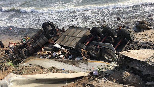 Camión siniestrado en Mijas