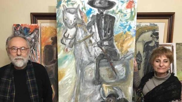 María José Fernández y Juan Soler posan junto a uno de los cuadros que han creado