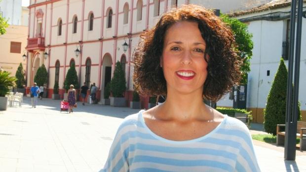 La portavoz de Ciudadanos, Rosa Carro, pide al gobierno local que aplique una medida que aprobó el Pleno