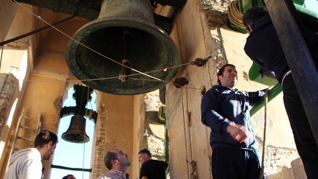 Los campaneros de Utrera mantienen una tradición de más de cinco siglos
