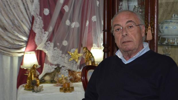 Junto con un grupo de utreranos, Manolo Álvarez organiza la cabalgata de los reyes