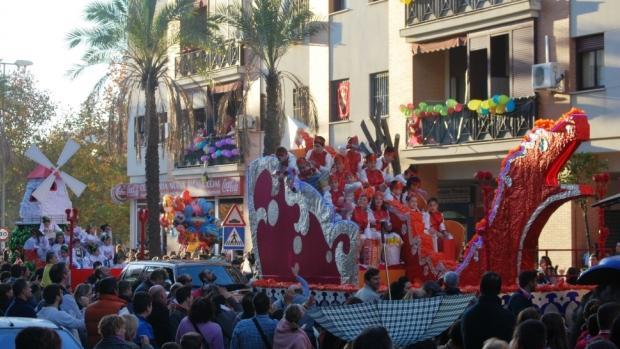 La Cabalgata de Alcalá pone en la calle un cortejo con 20 carrozas y mil personas