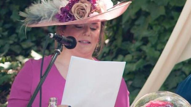 Teresa Valdenebro mientras oficiaba la «doble boda»