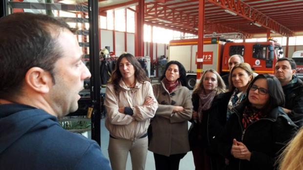 La secretaria regional del PP ha visitado el Parque de Bomberos de Alcalá para conocer su situación