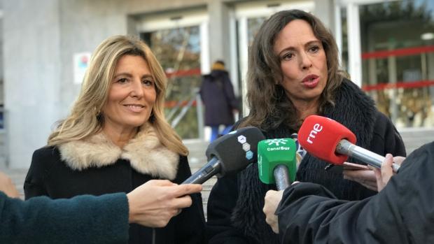 Las populares Eva Martín y Rocío Díaz, este miércoles, en Granada. / ABC