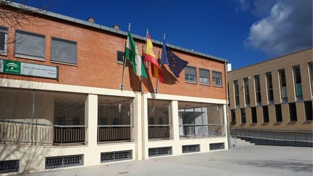 Vista exterior del CEIP Arrayanes, en la Zona Norte de Granada