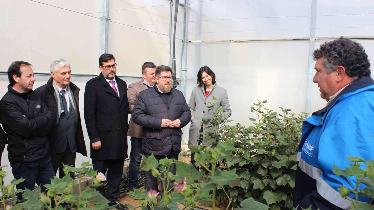 El consejero de Agricultura ha visitado las instalaciones del Grupo BASF en Utrera